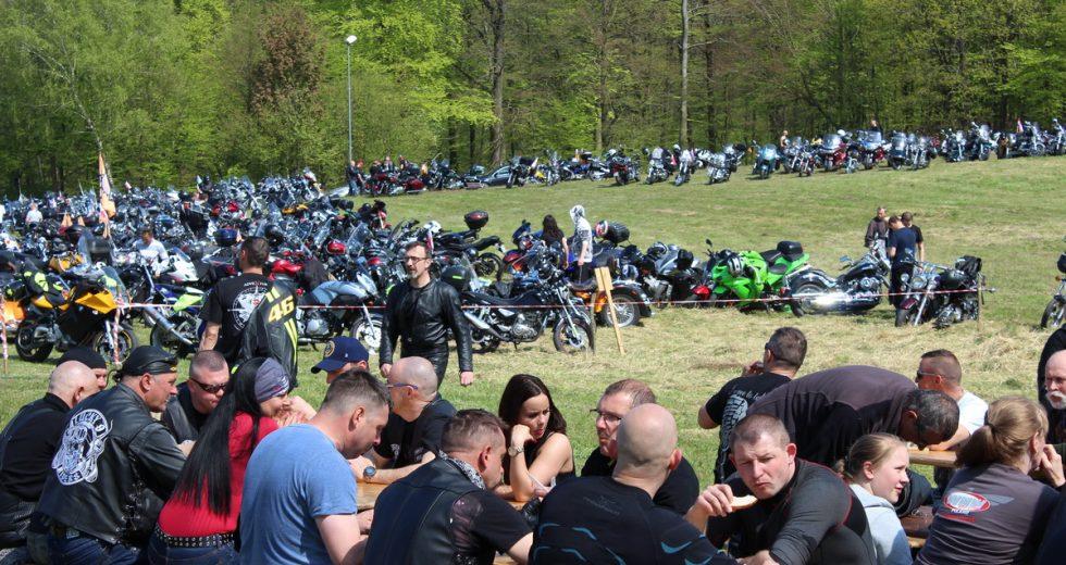 """Bractwo Motocyklowe """"Żelazny"""" zorganizowało Majówkę w Karlinie"""