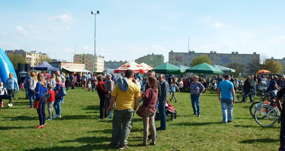 Wielki piknik na placu koncertowym w Szczecinku. Wspólna impreza trzech osiedli.