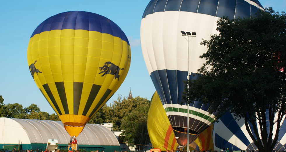 Tłumy widzów i rekordowa ilość załóg balonowych podczas fesiwalu w Szczecinku.