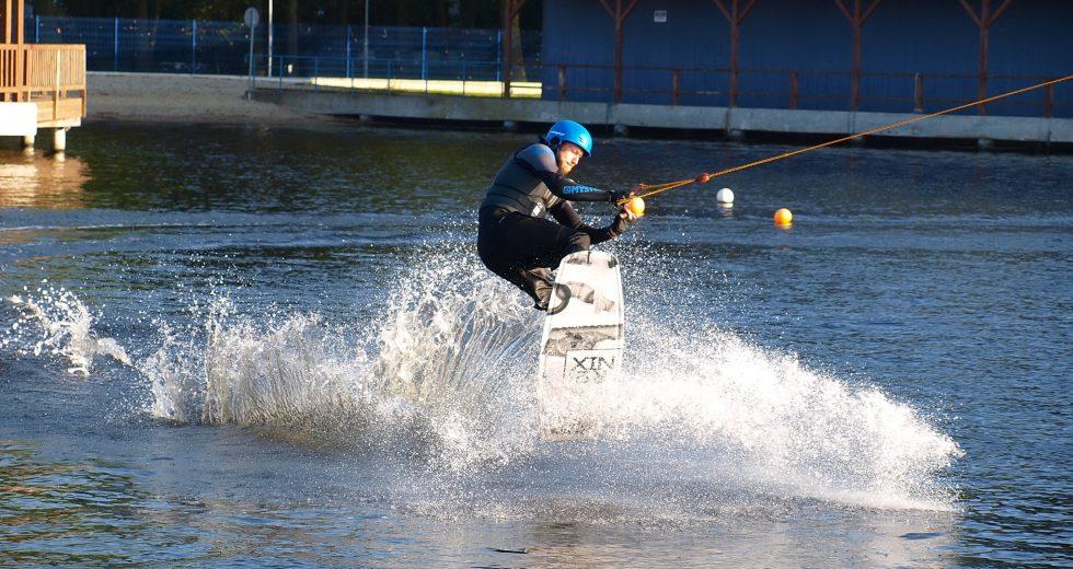 Zakończenie sezonu na wyciągu do nart wodnych w Szczecinku
