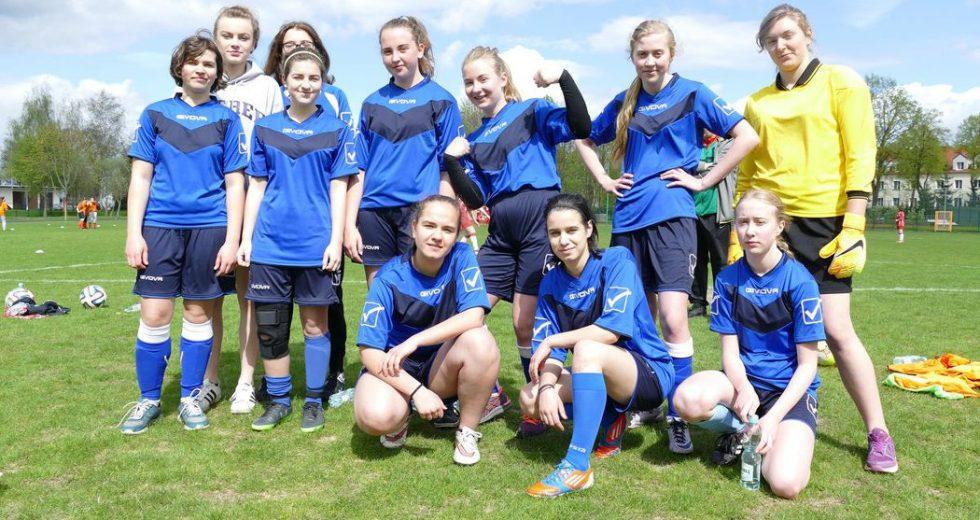 Piłkarki z SP 6 zwyciężyły w rozgrywkach powiatowych