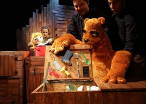 """SAPiK zaprasza na spektakl dla dzieci pt.""""Niedźwiedź i Masza – czyli gdzie moja kasza?"""""""