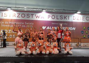 """Sukcesy zawodniczek AKS """"Darzbór"""" Szczecinek na Mistrzostwach Polski Dzieci w Fitness"""