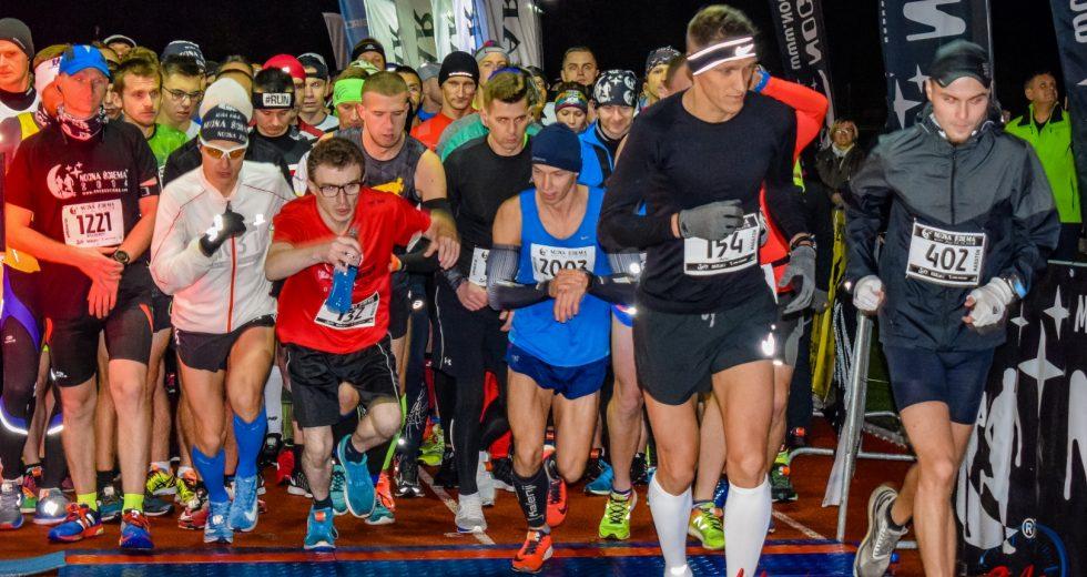 Ponad 800 biegaczy ściemniało w Koszalinie po raz ósmy