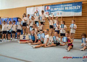 Akrobaci rywalizowali w skokach na trampolinie w ramach Wojewódzkiej Olimpiady Młodzieży